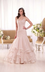 Essense of Australia Style 568878